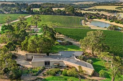 Award-winning Vineyard House and Robinson Vineyard