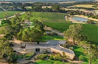 Award-winning Vineyard House and Robinson Vineyard